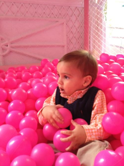 Quem disse que cor-de-rosa não combina com menino?