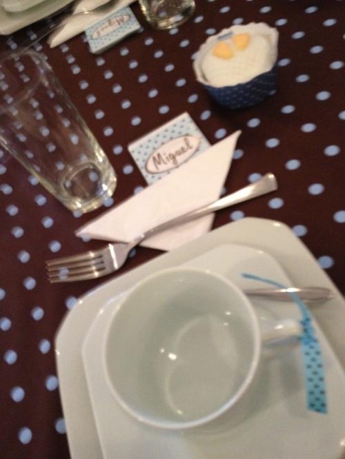 Detalhe da decoração das mesas das convidadas