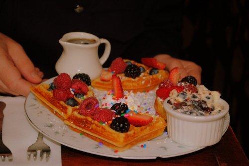 Waffles com frutas vermelhas