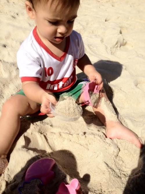 Como é bom brincar na areia!