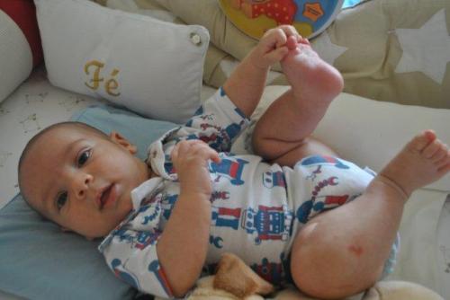 Olha aí: meu Pedroca já foi nenê! E foi ontem!